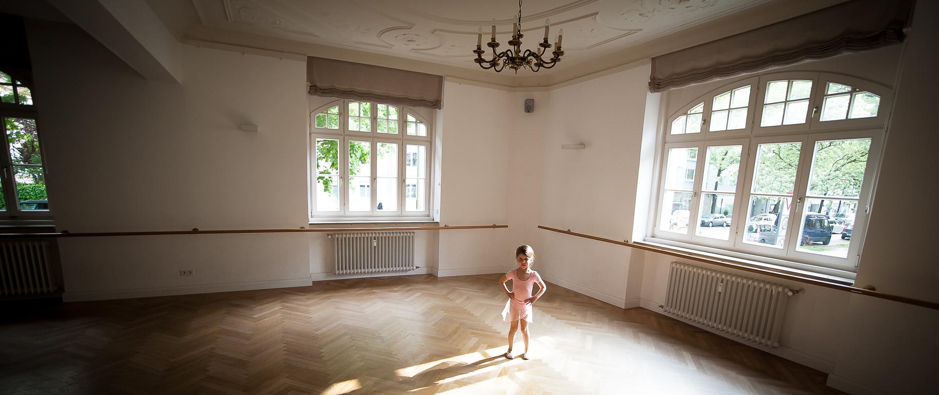 stehmeier-photography-fotograf-muenchen-slider-balletzentrum-schwabing-kind-tanzen-balletraum-shooting