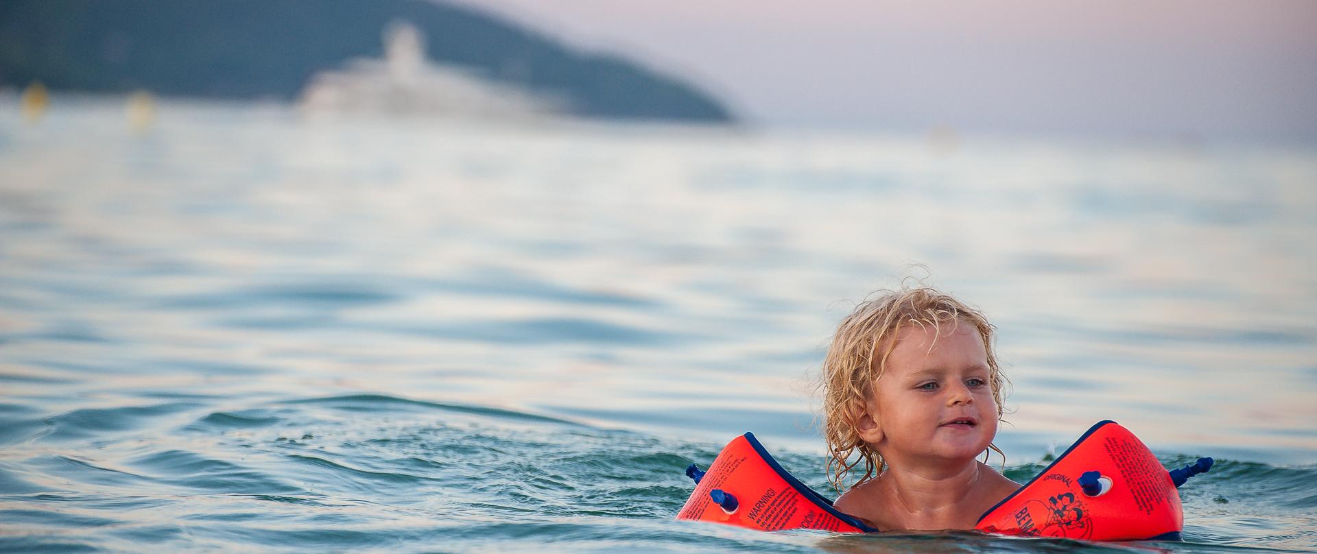 stehmeier-photography-fotograf-muenchen-slider-baden-schimmen-kind-saint-tropez-pampalone-plage-strand
